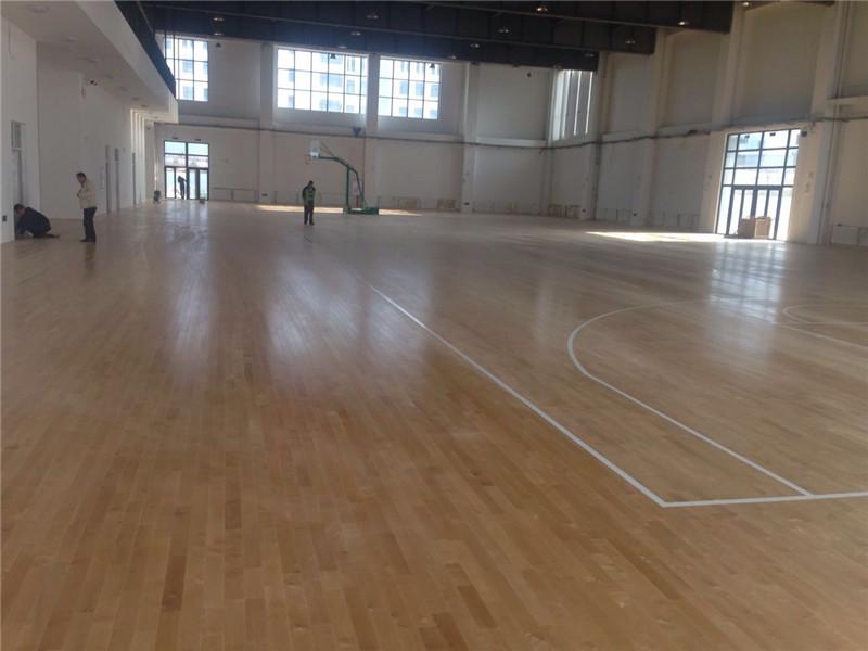 室内篮球馆木地板的结构与铺装