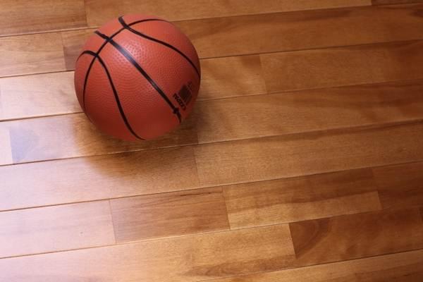 体育场木地板价格一般多少钱一平方米