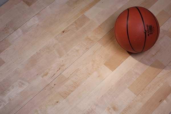 篮球场木地板怎么选?