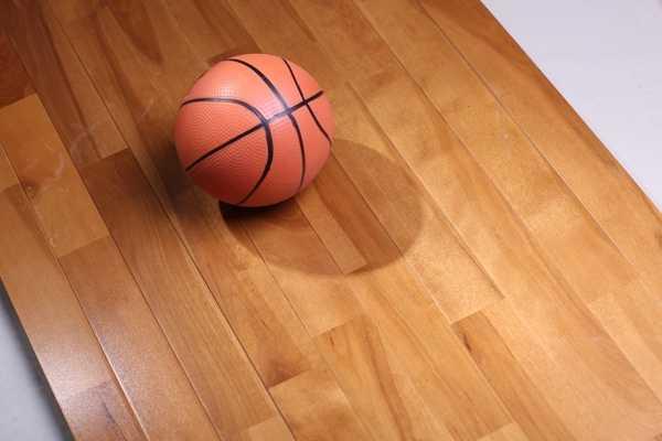 惠山体育木地板服务周到