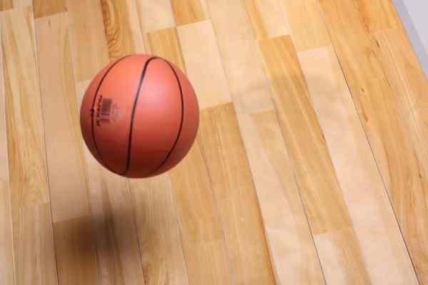辉南体育木地板安装方法
