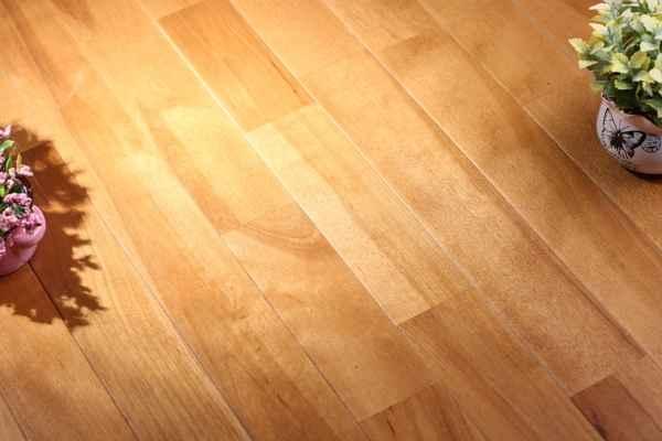 霞山羽毛球木地板哪个好
